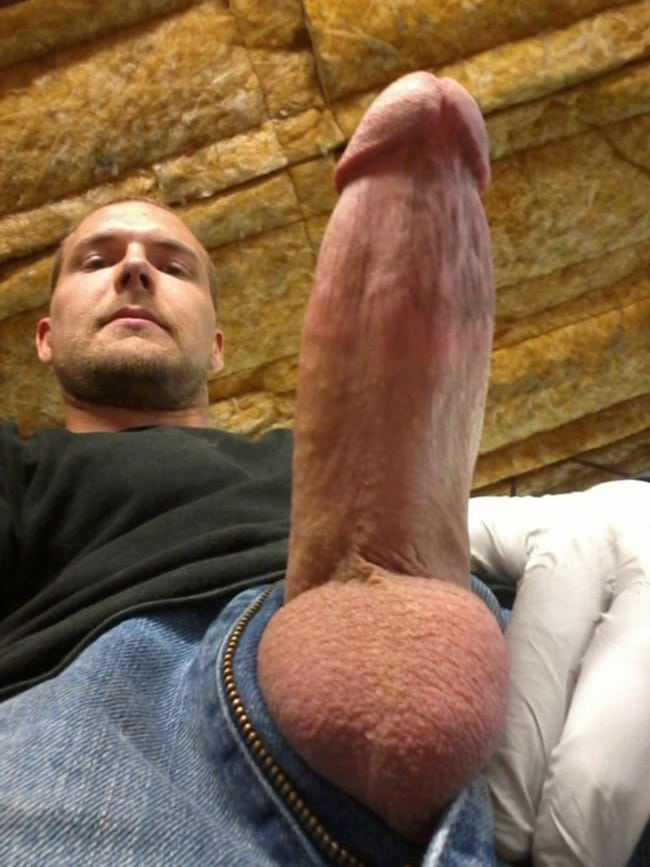 Nude Tinder Boys Nude Guy With A Fully Erected Penis ...